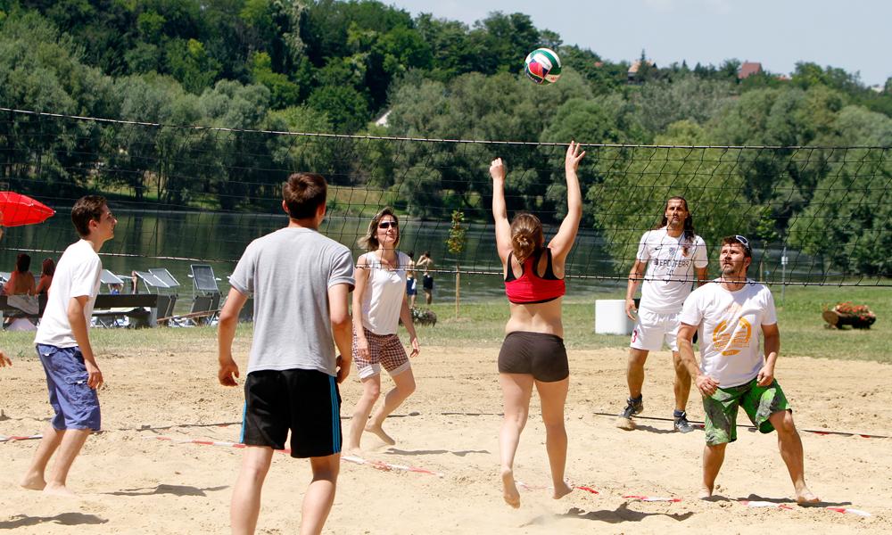 A dunaújvárosi szabad strand családi, baráti vagy céges sportesemények kiváló helyszíne