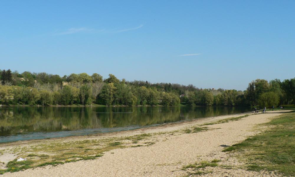 A dunaújvárosi szabad strand főszezonon kívül is kiváló kirándulóhely