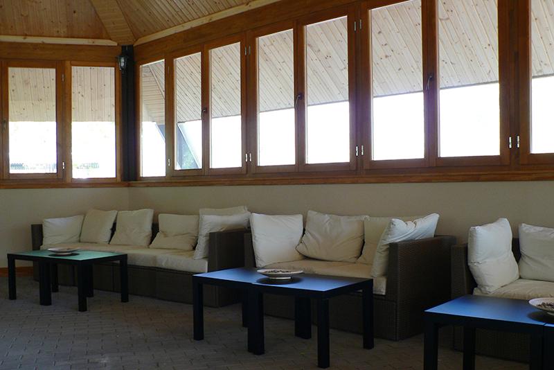 A szaunabárban kényelmes pihenőhelyek várják a vendégeket